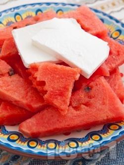 Диня със сирене (саламурено или Фета) - снимка на рецептата